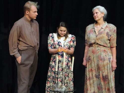 """an analysis of the symbolism of reality and illusion in the glass menagerie by tennessee williams Name instructor subject date illusion and escapism in tennessee williams' the glass menagerie introduction synopsis the play """"the glass menagerie"""" by tennessee williams is largely a."""
